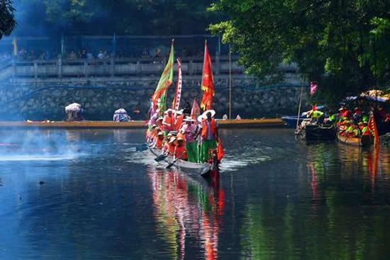 广州海珠区龙潭村举办龙船节 维系延续端午龙船文化