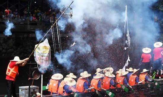 2018年端午佳节来临 广州市内各村迎来龙舟探亲的热潮