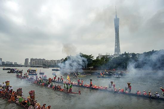 现在广州新中轴线的双塔所在地原来是猎德村的鱼塘