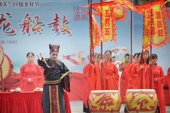 广州五月五·龙船鼓系列活动开幕 荔枝湾景区锣鼓喧天、龙舟斗艳