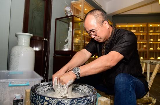 广彩瓷烧制技艺国家级非遗传承人谭广辉重耀海丝路的新梦想