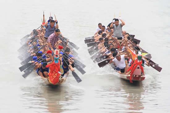 广州国际龙舟邀请赛都会如期在珠江上敲响战鼓 广佛校园尝龙舟头啖汤