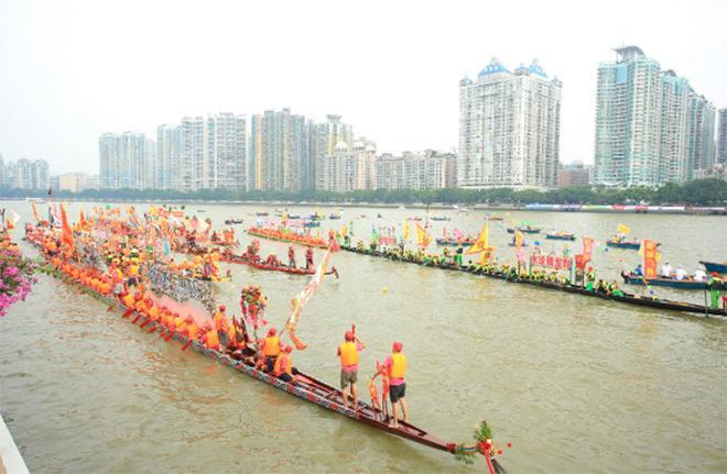 2018广州国际龙舟邀请赛在中山大学举行 近4000名运动员参加此次水上盛会