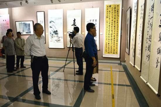 中华文化进校园——历代百杰人物画展在暨南大学开幕 为传承创新中华文化出力
