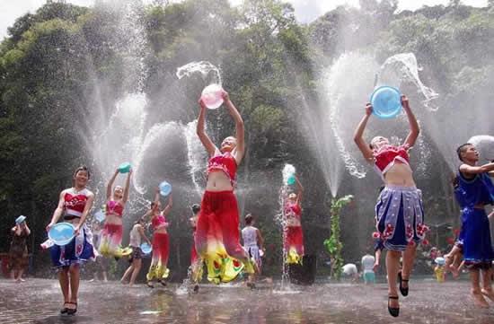 广州一日游去哪里好?到从化流溪河森林公园参加泼水节狂欢活动吧!