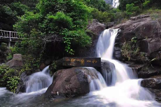 夏天广州一日游哪里最好玩?到增城白水寨登高山赏瀑布吧!