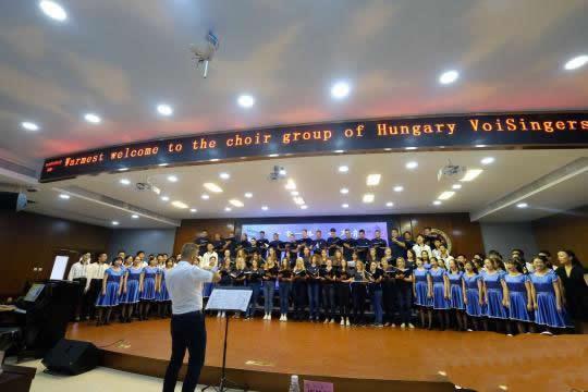 匈牙利着名合唱团与广雅学子共唱《茉莉花》 用音乐搭起了友谊的桥梁