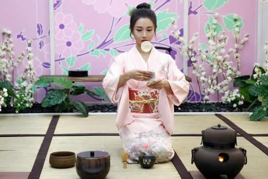 一千多年前的广州城斗茶是一件雅事 自己也可以跟自己斗
