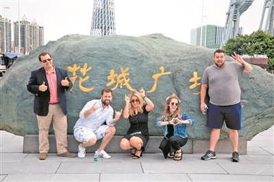 《长靴皇后》剧组演员结伴同游花城广场,近距离领略广州城市新中轴线!