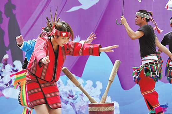 广州乞巧文化节文化惠民演出在珠村上演,呈现了一场立体视听的文化盛宴!