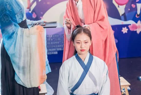 2018广州乞巧文化节广州塔系列活动:12位少女身穿汉服完成笄礼!