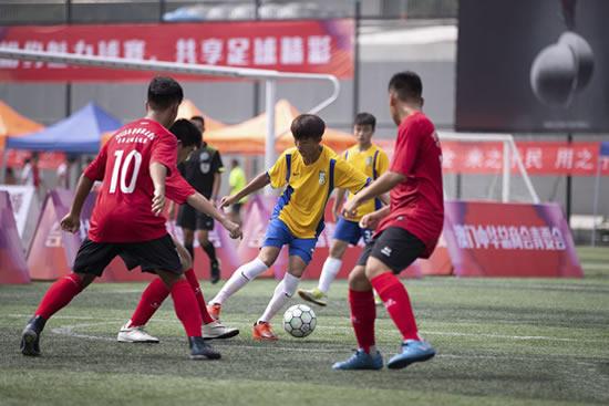 2018年粤港澳大湾区青年足球交流活动在广州举行,18支队伍参赛!