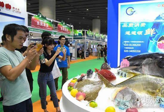 """老广的""""趁墟""""节又来了!第26届广州博览会在商品交易馆开幕!"""