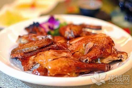 当红脆皮鸡你吃过了吗?来看看看这道岭南特色名菜是怎么做的吧!