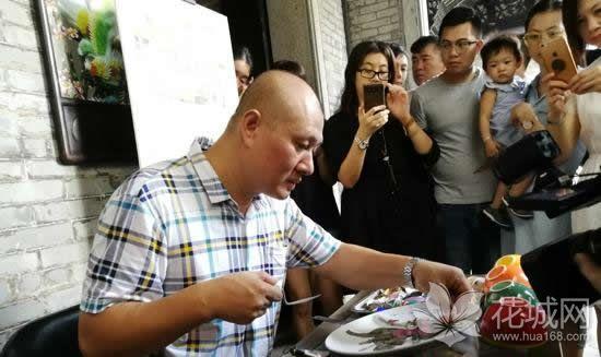 广州一日游哪里好玩?来广东民间工艺博物馆欣赏工艺大师的精品之作!