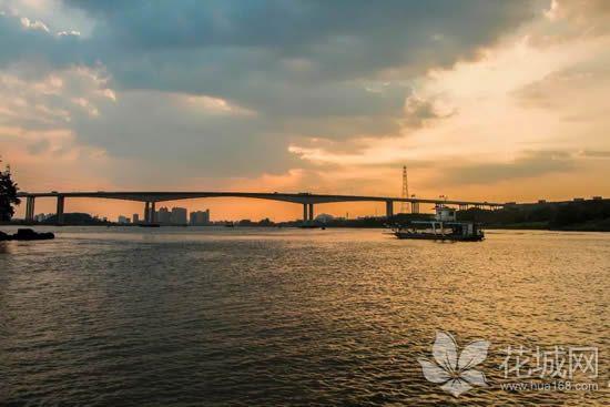 广州南亭渡口最后的摆渡人,一船两岸32年的守候!